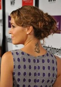 alyssa milano neck tatoo, alyssa milano neck tattoo